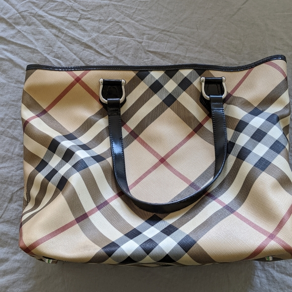 Burberry Handbags - Burberry large tote